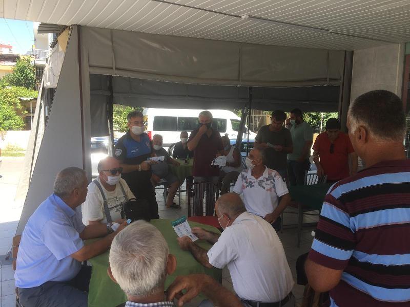 Mersin'de vatandaşlar Covid-19'a karşı bilgilendiriliyor