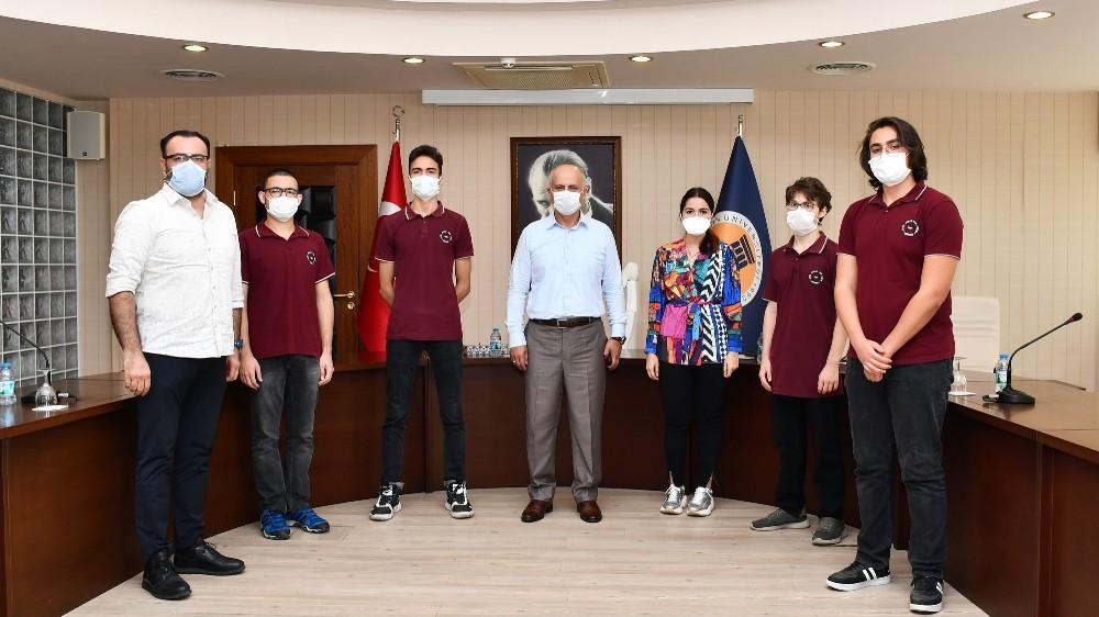TEKNOFEST 2020'derece alan öğrenciler Rektör Çamsarı'yı ziyaret etti