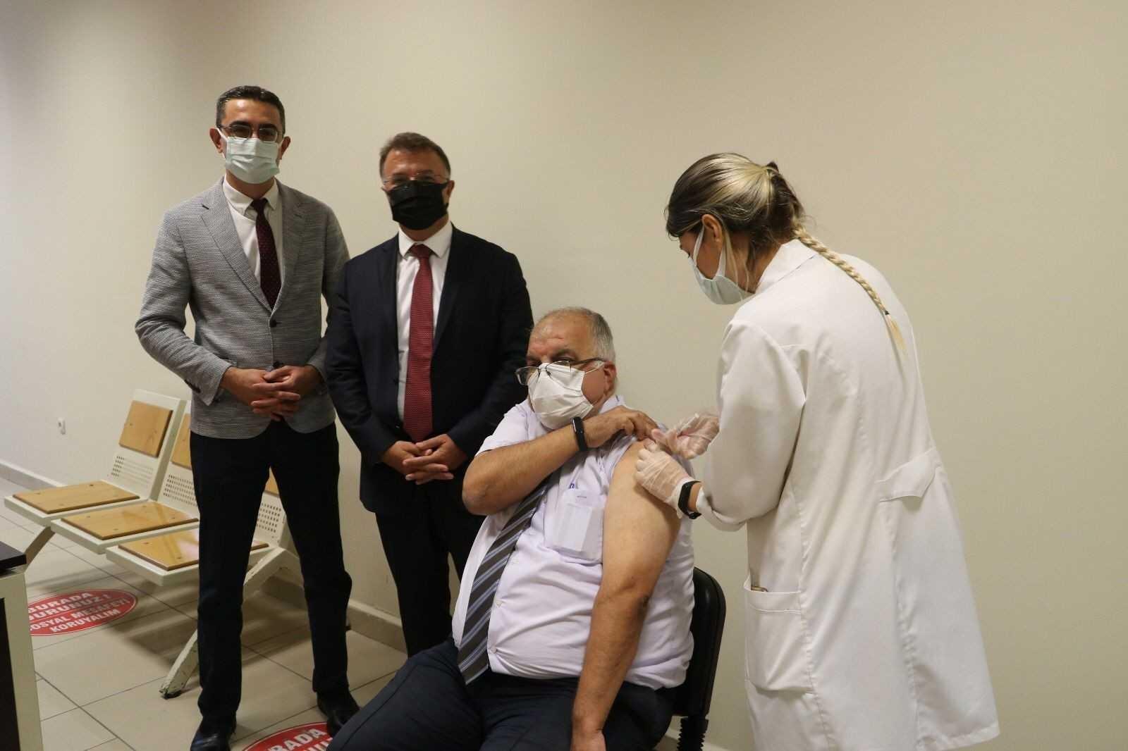 Mersin Adliyesi'nde 'Covid-19 aşı noktası' hizmete girdi