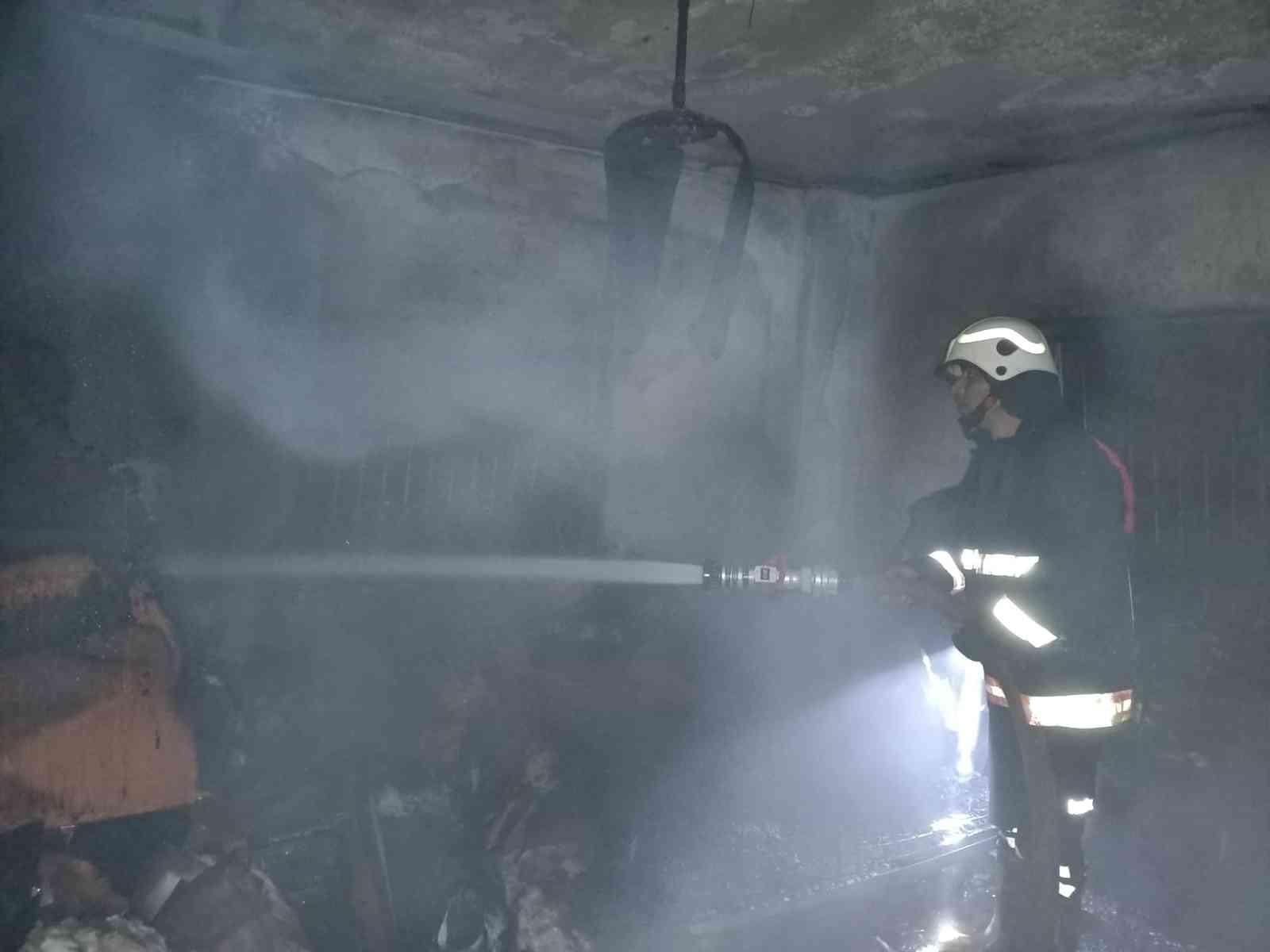 Tarsus'ta çıkan ev yangını hasara yol açtı