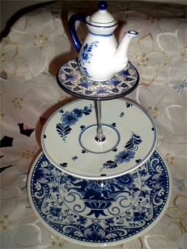 blue-and-white-cake-stand-with-teapot