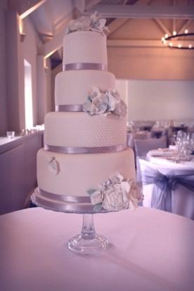 Parisian pearl and vintage flowers Wedding Cake