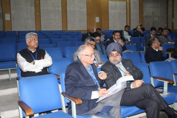 Dr. Rajiv Kapur and Major Gen. Dr. Jagtar Singh discussing at IC InnovatorCLUB Meeting at IIT Delhi