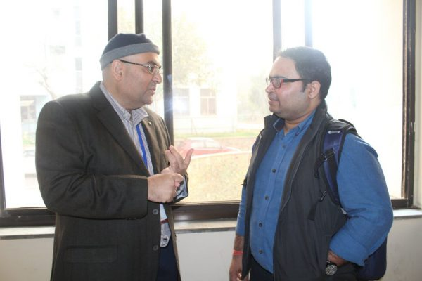Jatin Handa and Ashutosh Pastor discussing at IC InnovatorCLUB Meeting at IIT Delhi