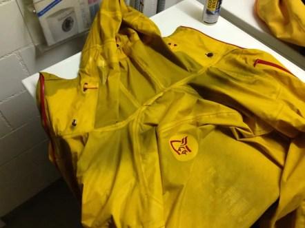Nasse Jacke direkt nach dem Waschen