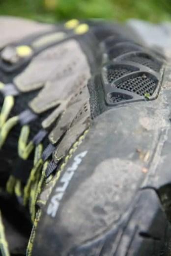 Werden diese Poren dreckig, ist es mühsam den Schuh zu putzen