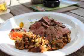 Festmahl im Berggasthof Pralongia