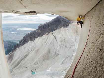 """Ines Papert climbing """"The Rosendach"""" pitch 27 of the route Riders on the storm in Torres del Paine"""