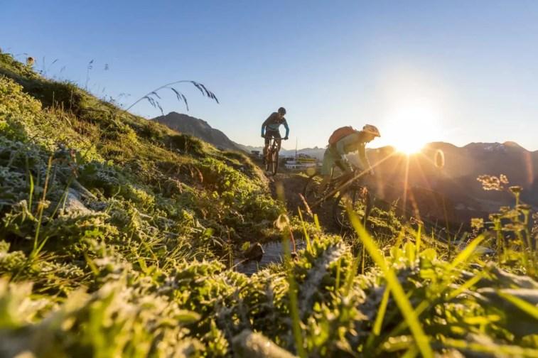 ENGADIN St. Moritz: Mountainbiker auf dem WM Trail