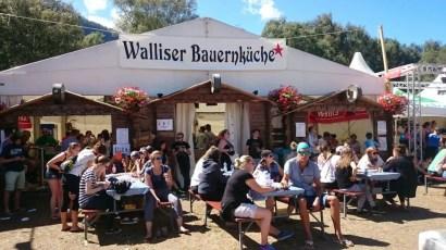 Walliser Bauernküche - Holz- und Blachenkombination