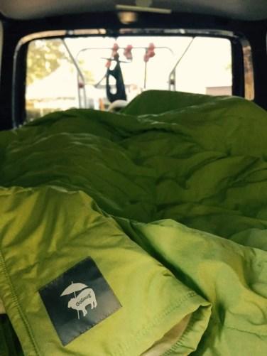 Die GoSnug hat den Schlafsack aus dem VW Bus verdrängt.