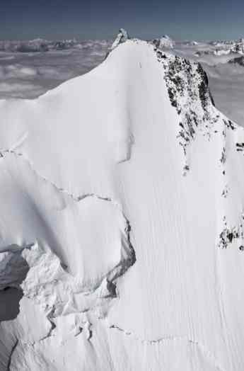 Mammut Pro Team Athlet Jeremie Heitz in der Steilwand des Hohberghorn (Wallis, CH).