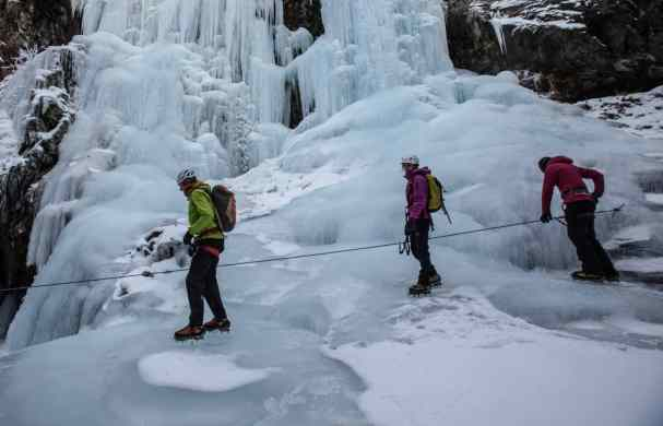 Winter-Canyoning_in_Pontresina_2_s6MWSbW