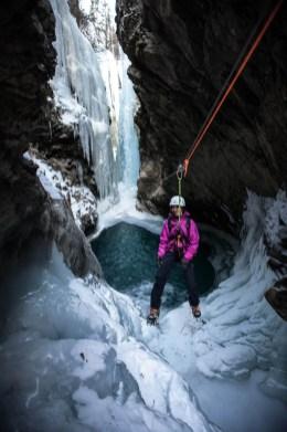 Winter-Canyoning_in_Pontresina_5_AzXwsxv