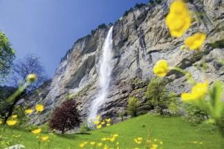 Das Tal der Wasserfälle - Der Staubbachfall bei Lauterbrunnen, Berner Oberland aus Schweiz Baerentrek Berner Oberland; Foto: Conrad Stein Verlag/Iris Kürschner©