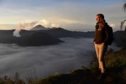 Sonnenaufgang mit Blick auf die Vulkane Bromo, Batok und Semeru