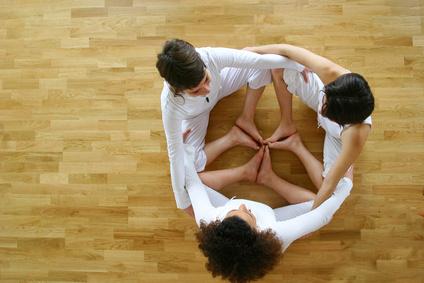 Die Philosophie des Kundalini erlernt sich leichter in einer Gruppe-
