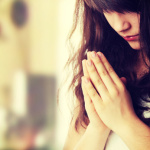 Die stille Meditation setzt keine bestimmte Körperhaltung voraus.