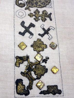 Fragmentos têxteis do século 12 A.D.