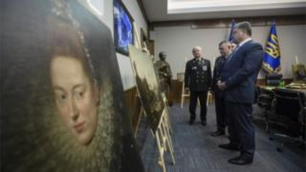 Ukrainian President Petro Poroshenko (front) looks at the recovered paintings. 11 May 2016