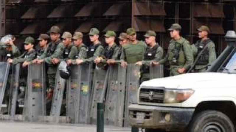 Members of the National Guard at the public prosecutor's office
