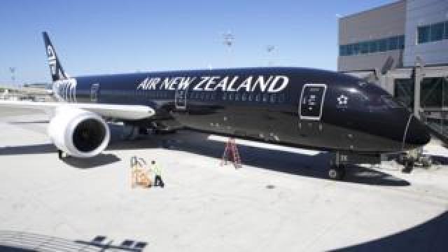 An Air New Zealand 787-9 Dreamliner