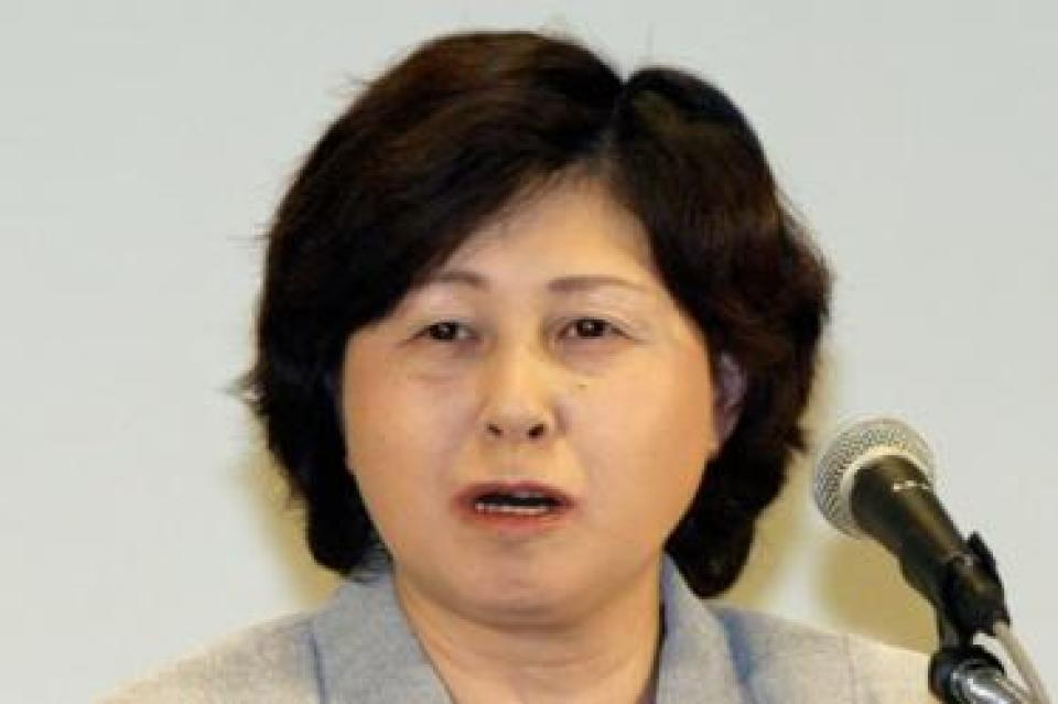 Hitomi Soga speaks during a press conference one day before Japanese Prime Minister Junichiro Koizumi's one-day-trip to Pyongyang at a Tokyo hotel 21 May 2004 with other four former abductees.