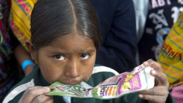 El país importa leche en polvo para comunidades marginadas.