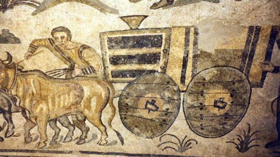 Mosaico de Villa Romana del Casale (Piazza Armerina) en el que se puede ver cómo están las ruedas fijadas a los ejes.