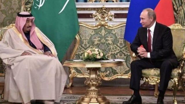 Rey Salman bin Abdulaziz de Arabia Saudita y el presidente ruso Vladimir Putin en Moscú.