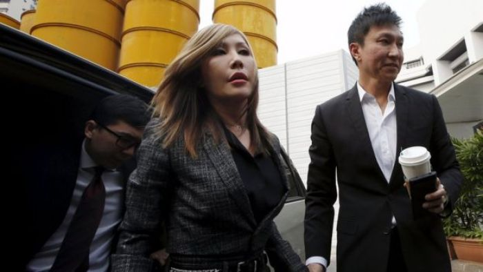 City Harvest Church founder Kong Hee (R) and his wife Sun Ho, also known as Ho Yeow Sun arrive at court in Singapore (21 Oct 2015)