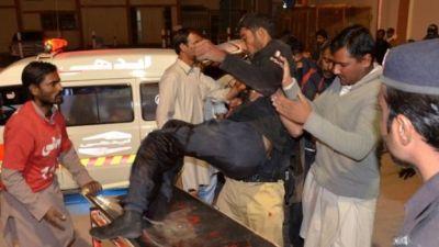 Medics take an injured police cadet to Quetta hospital. Photo: 24 October 2016