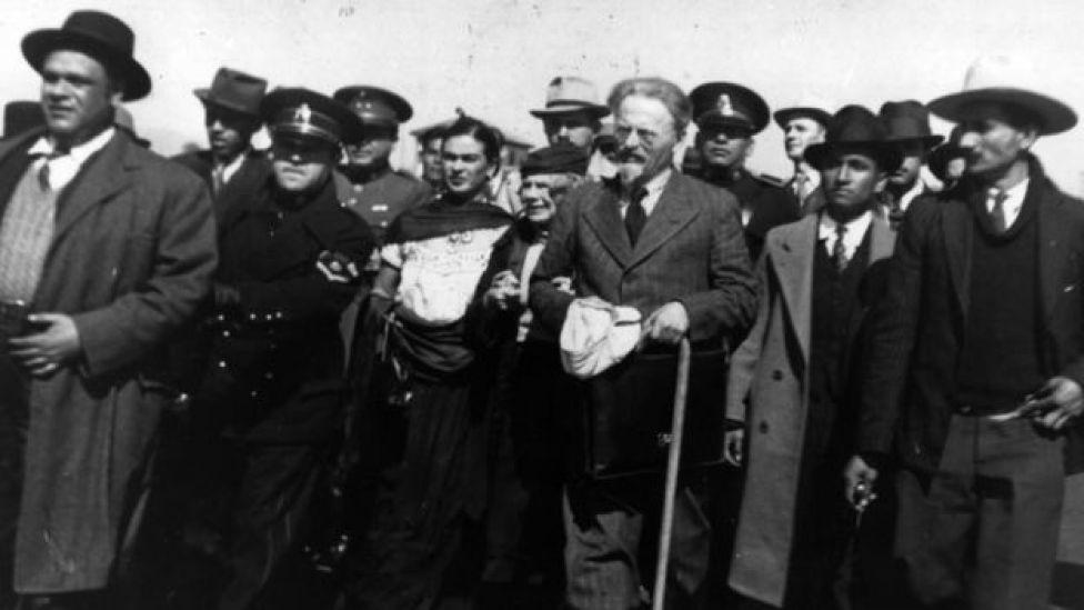Leon Trotsky no México com Frida Kahlo e Diego Rivera em janeiro de 1937