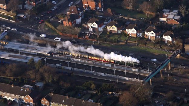 Flying Scotsman passes through Potters Bar