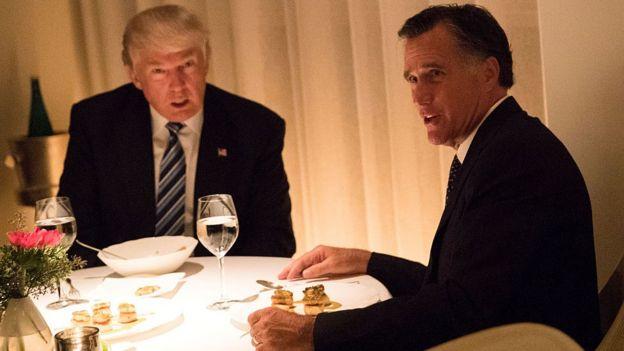 Trump y Romney.