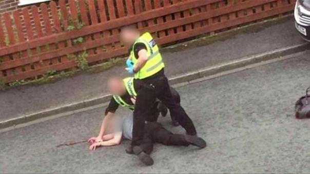 Un hombre siendo arrestado