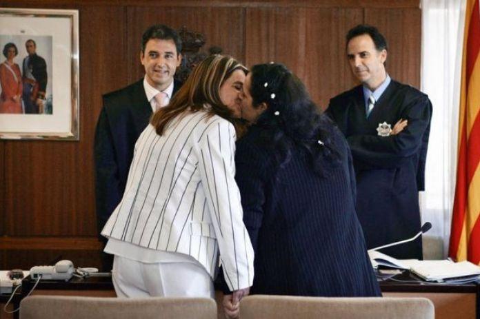 Veronica e Tiana foram as primeiras mulheres a se casarem no civil na Espanha, em 2005
