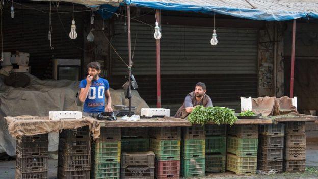 Near-empty market stalls in rebel-held district of Aleppo (19 September 2016)