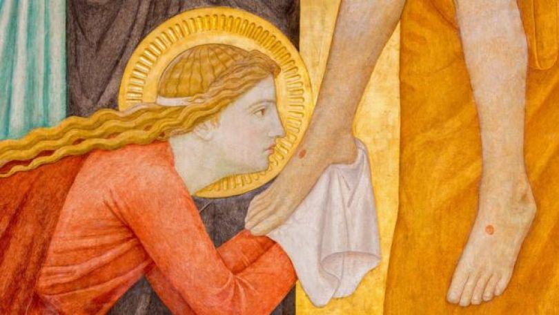Pintura exposta em altar de Igreja em Viena, Áustria, mostra Maria Madalena beijando o pé de Jesus