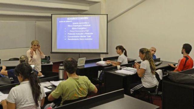 Estudiantes en un aula