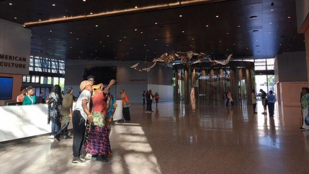 Crianças brincam no Museu de História e Cultura Afroamericana