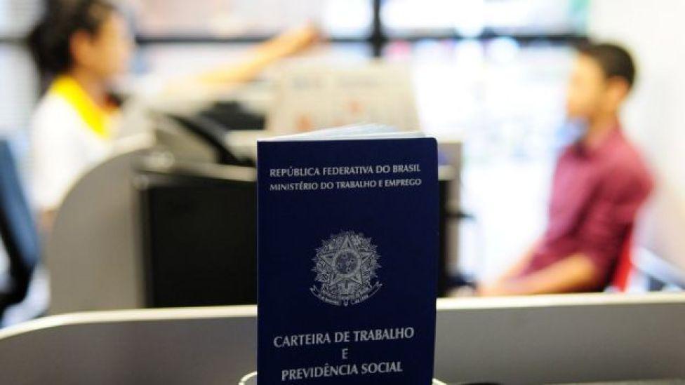 Na crise brasileira, desemprego e queda da renda fazem as pessoas segurarem os gastos