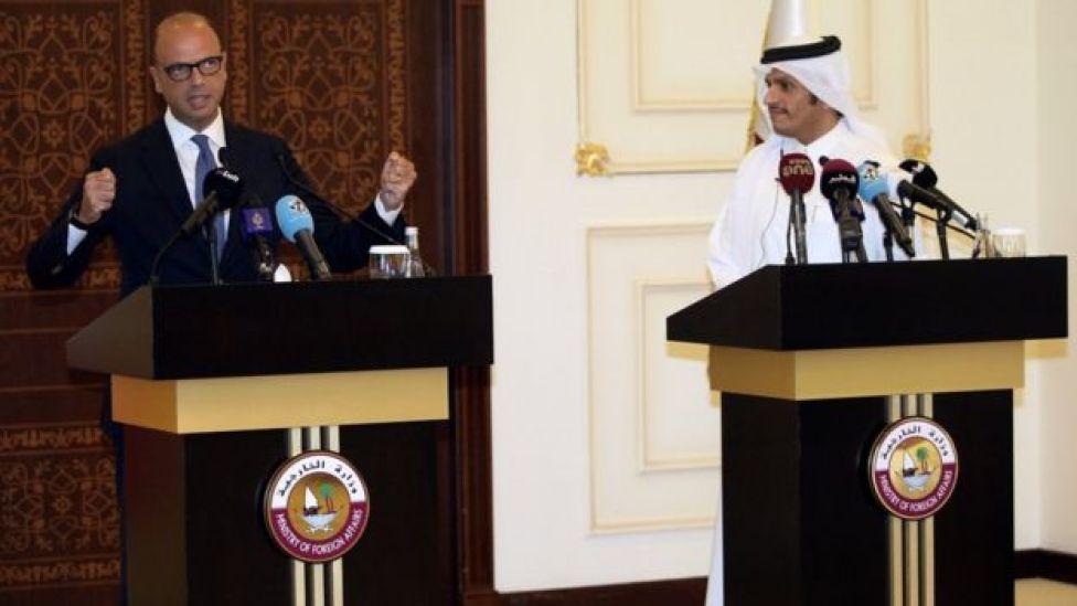 وزير الخارجية القطري مع نظيره الإيطالي في مؤتمر صحفي في الدوحة