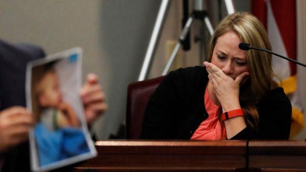 Madre de Cooper Harris en el juicio