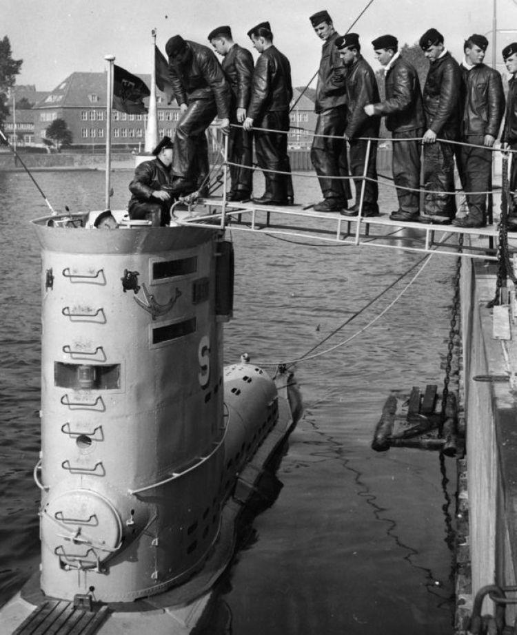 La tripulación de la nave submarina