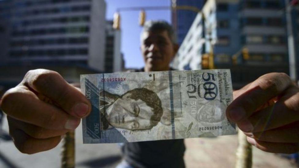 Hombre con billete