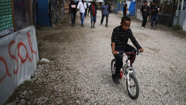 Niño en Calais.