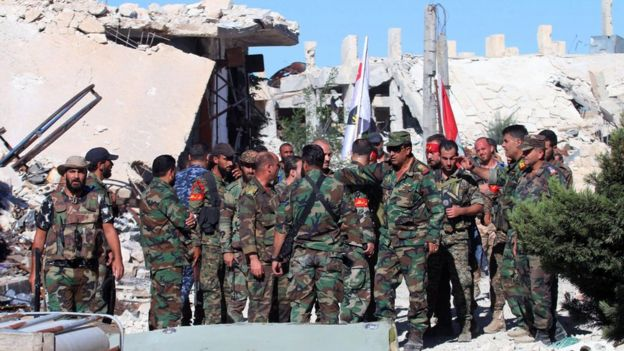 Syrian soldiers at Handarat camp, north of Aleppo (24 September 2016)