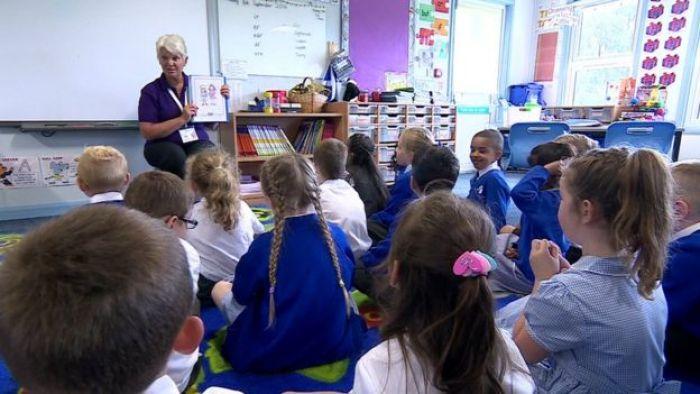 Children in sex education lessons