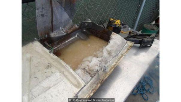 Metanfetamina líquida y cristalizada dentro de un tanque de gasolina.
